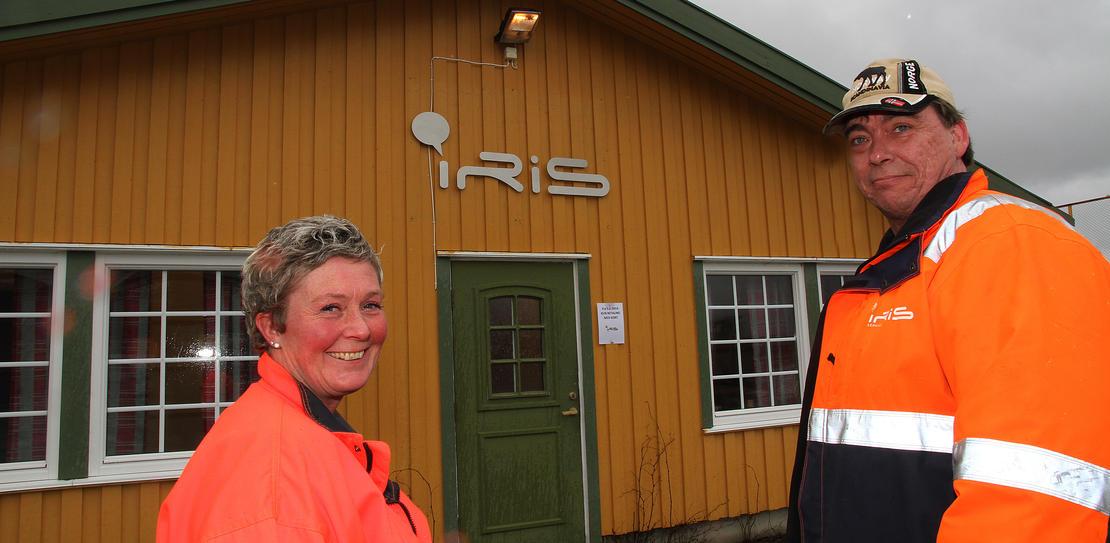Driftsleder Karen Marie Braseth og plassjef Mareno Johansen ved Iris Miljøtorg Oppeid.