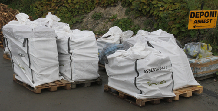 Asbestsekken tåler vektpå 1500 kilo.