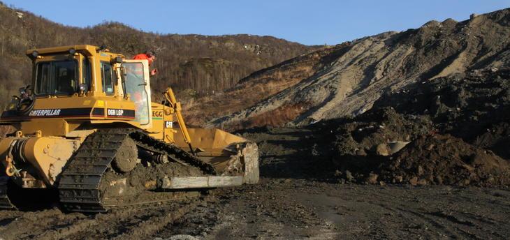 Hovedsakelig er det forurensede gravemasser som legges på deponi. Det tas også imot gips, betong, asbest og andre inerte masser.