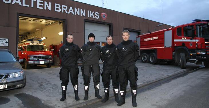 Iris-fondet har støttet opprettelse av redningsdykkertjenesten i Salten Brann. I desember 2011 ble det utskjekking for Ole Fredrik, Joachim, Erlend og John Olav.